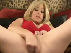 Keez Movies - Hot MILF loves squirting like a hobby