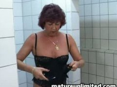 Keez Movies - Granny alone in the shower