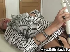 DrTuber - More mature lady sonia gets a vagina massage from a vaginabrator