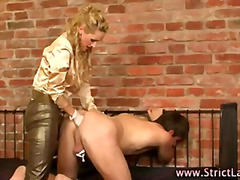 Fetish loving dominatrix slut fists p...