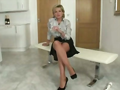 H2porn - Stockings with lady sonia gets her fetish going solo