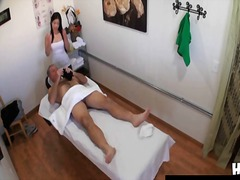 Thai masseuse fucks client and makes ...