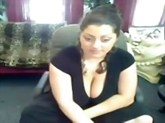Arab big beautiful woman flash bra bu...
