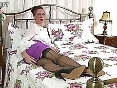 Tammy Lee Rubbing my sexy stockings