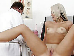Freaky gyno medic checks blonde venus...