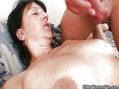 Shoot your cum load on mommy